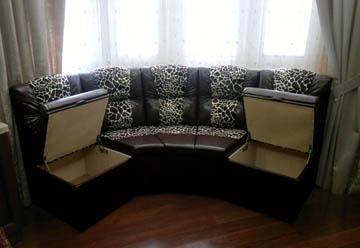 Эркерный диван с ящиками